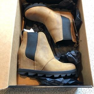 Sorel Joan of arctic chelsea wedge boots 6.5 elk